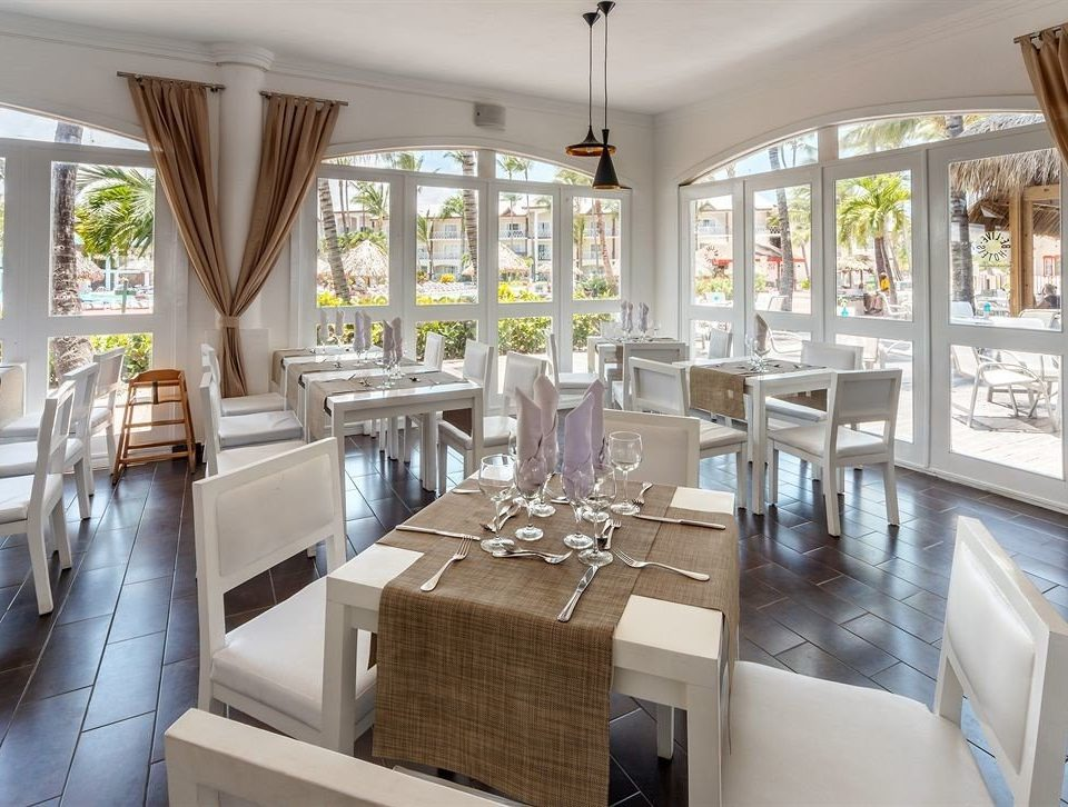 Bar Dining Drink Eat Elegant Scenic views property restaurant home condominium living room Resort mansion