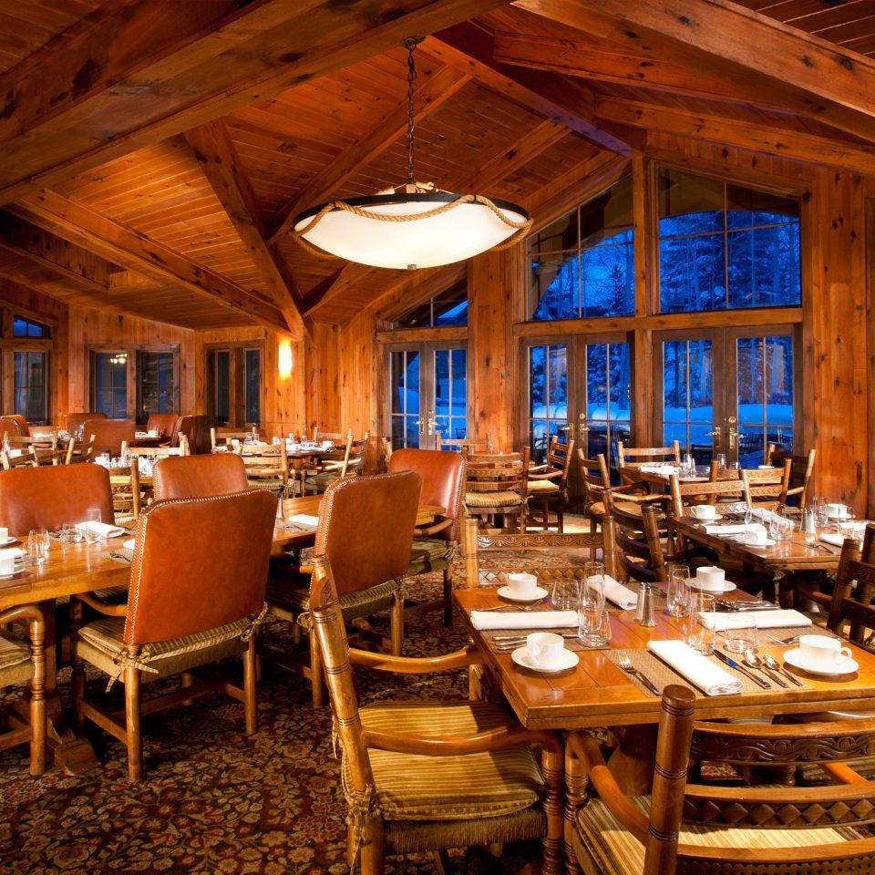 Dining Drink Eat Lodge Rustic chair restaurant function hall Resort wedding reception tavern ballroom Bar dining table