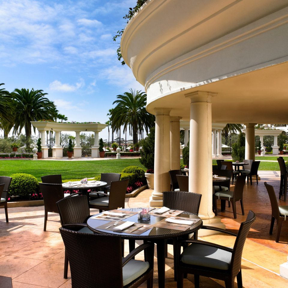 Bar Dining Drink Eat Elegant property Resort home condominium restaurant Villa porch colonnade