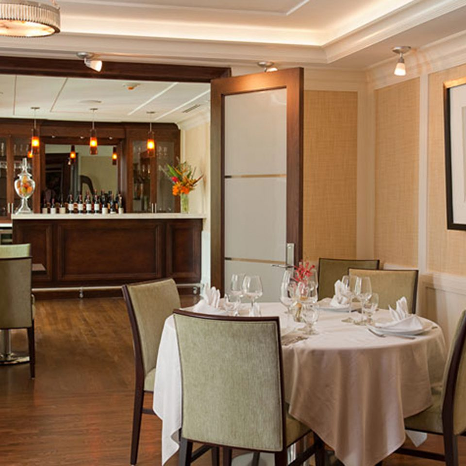 Bar Dining Drink Eat Elegant property home Suite living room cottage Kitchen restaurant cabinetry