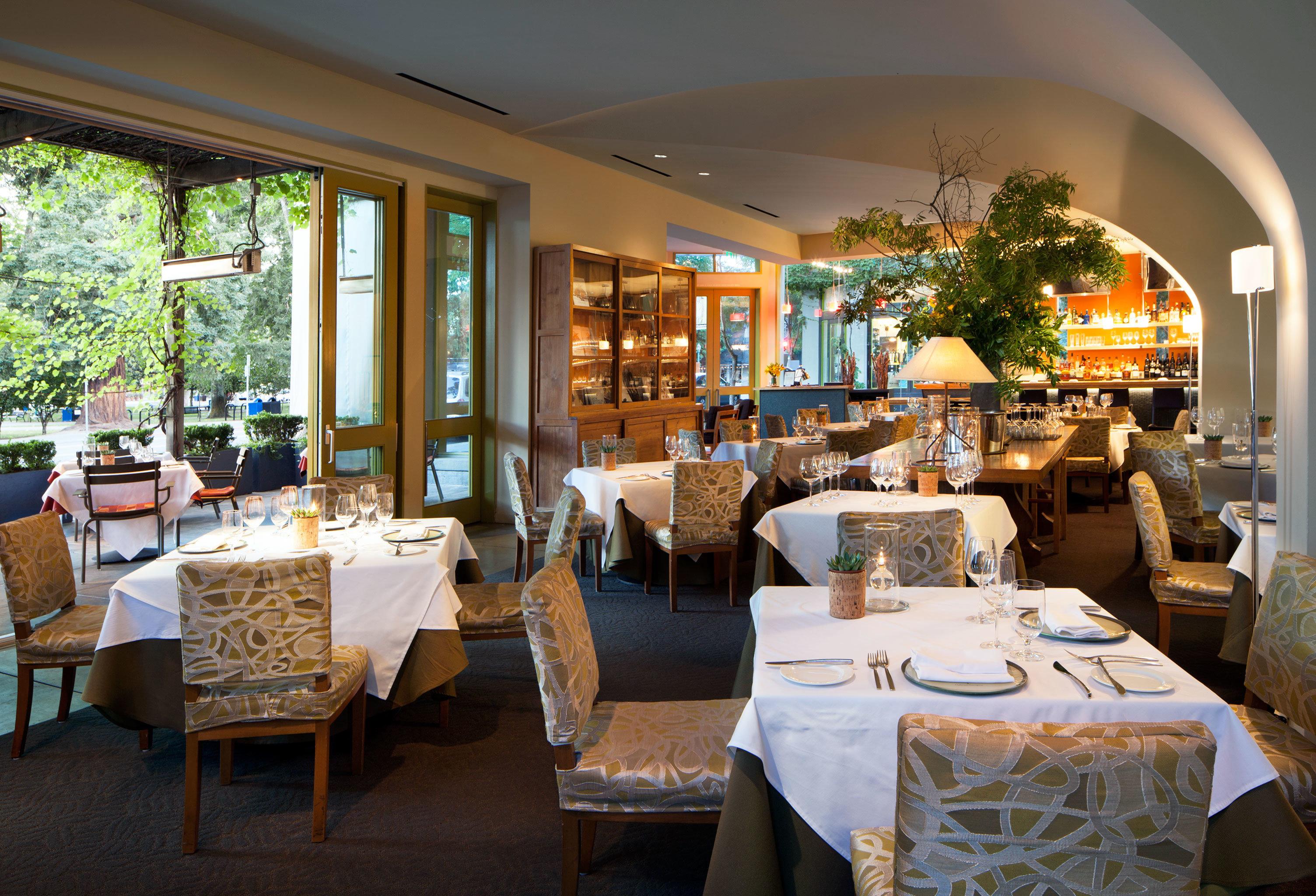 Bar Dining Drink Eat restaurant Resort