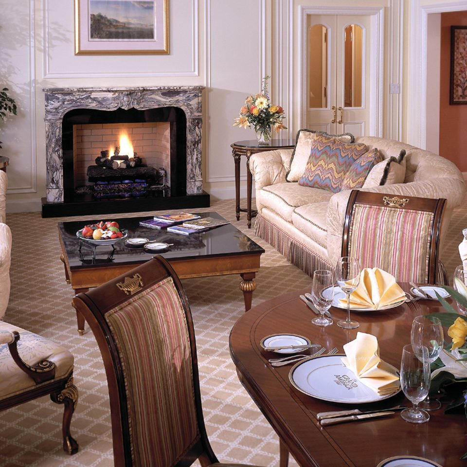 Bar Dining Drink Eat Elegant Fireplace Romantic sofa living room property home fire cottage Suite