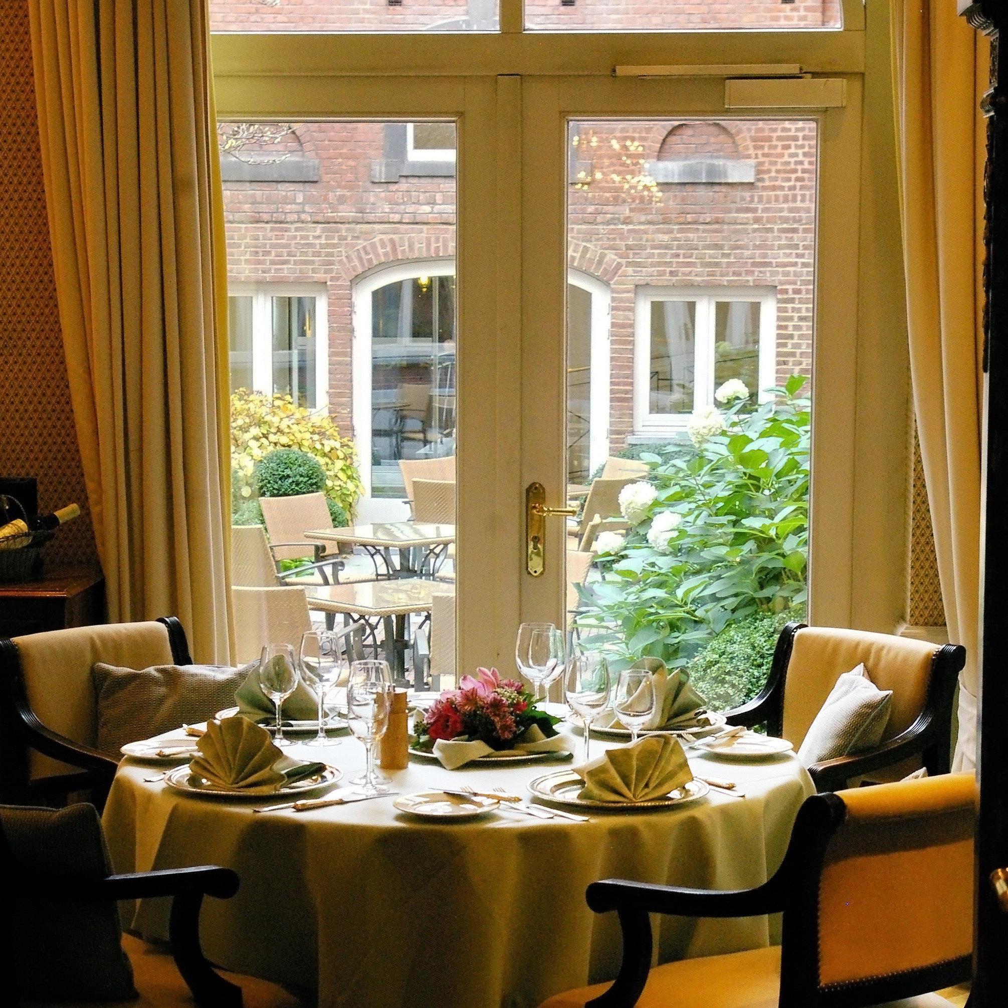 Bar Dining Drink Eat Elegant Luxury home living room restaurant porch flower cottage