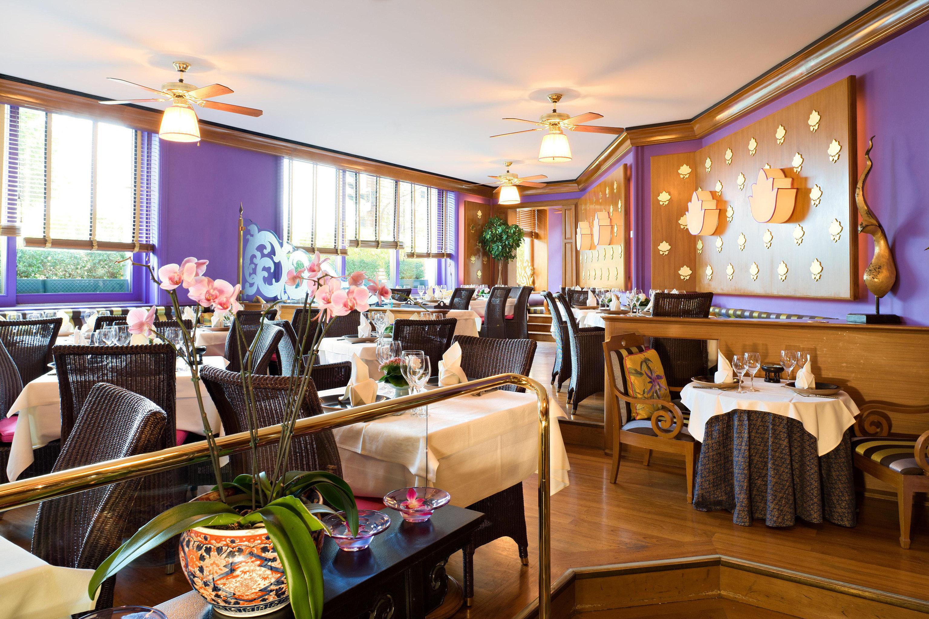 Bar Dining Drink Eat Elegant Historic Lounge Luxury restaurant Resort cluttered