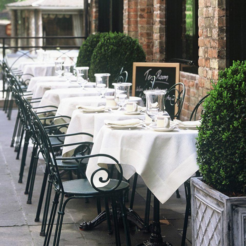 Bar Dining Drink Eat Elegant Historic restaurant backyard dining table