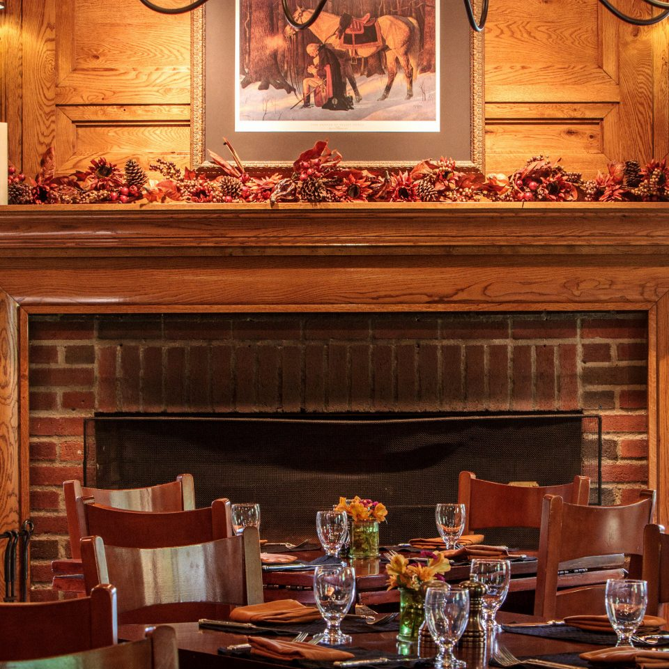 Dining Drink Fireplace Historic Inn Outdoor Activities home living room restaurant Bar cluttered