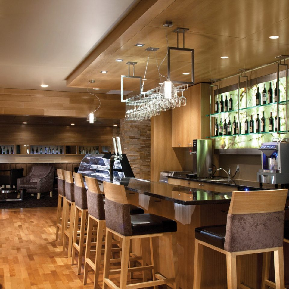 Bar Drink Mountains Resort Wine-Tasting Kitchen property restaurant lighting Dining appliance Island