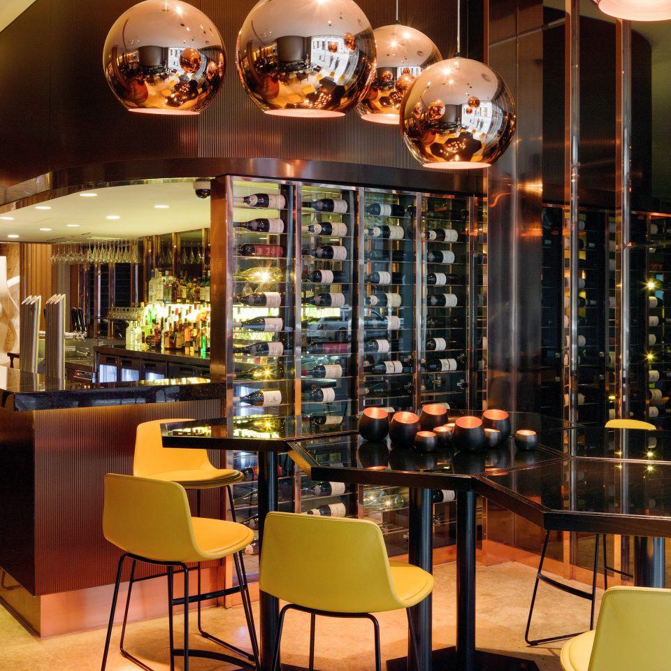 Bar Drink Nightlife Resort chair restaurant Dining café coffeehouse set