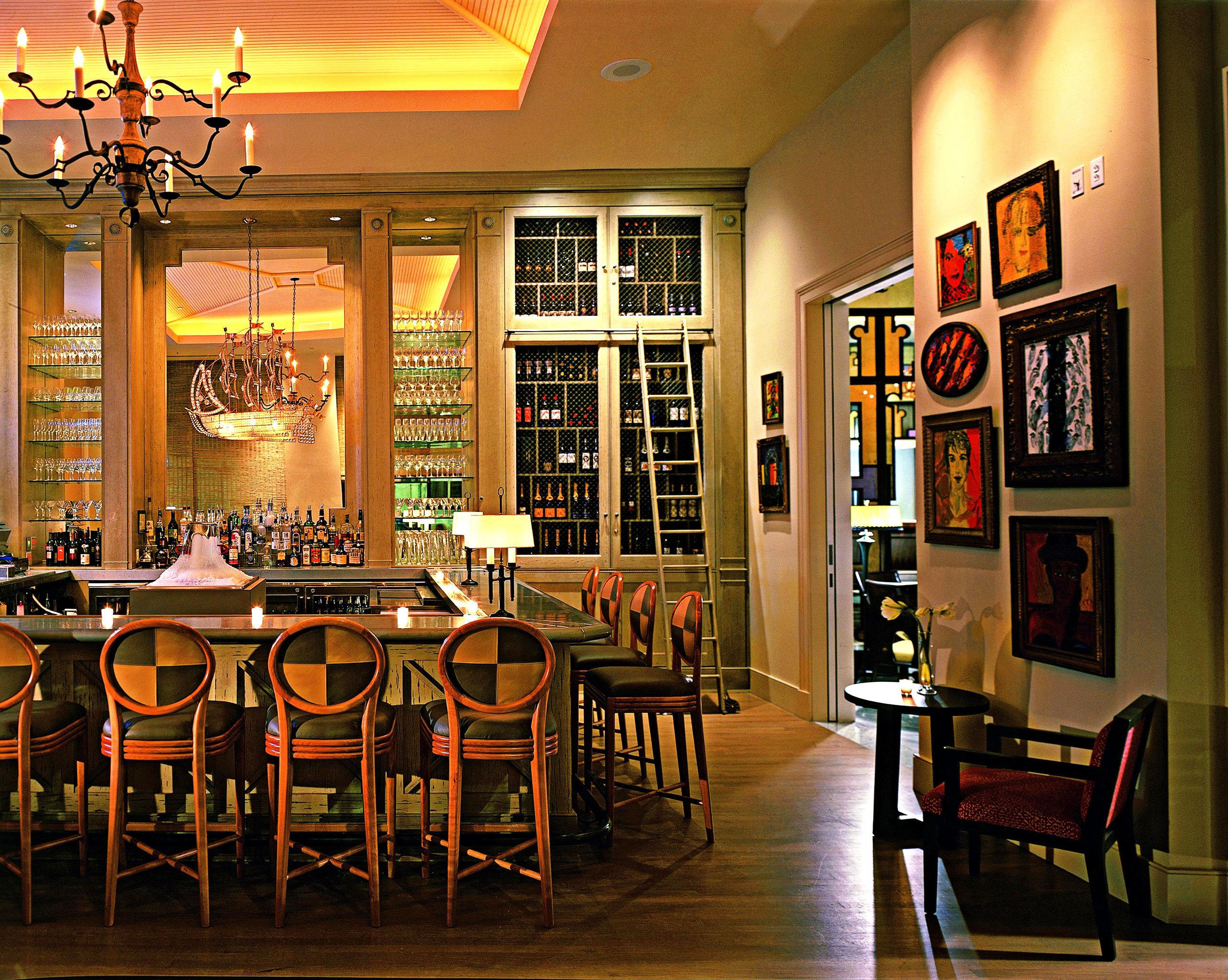 Hip Lounge Luxury Modern chair Dining scene restaurant café coffeehouse Bar dining table