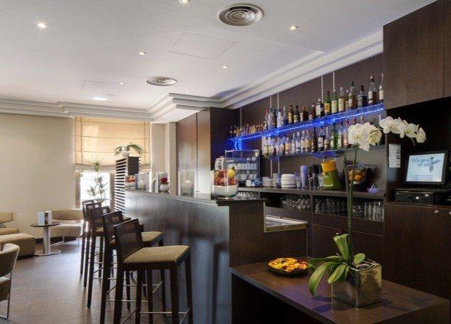 property Kitchen condominium home restaurant Dining Bar Island