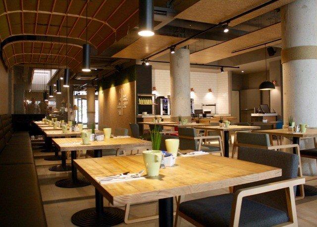 Kitchen restaurant Dining cafeteria café Island Bar
