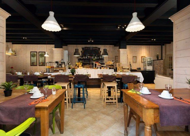 Kitchen restaurant Dining function hall Island Bar