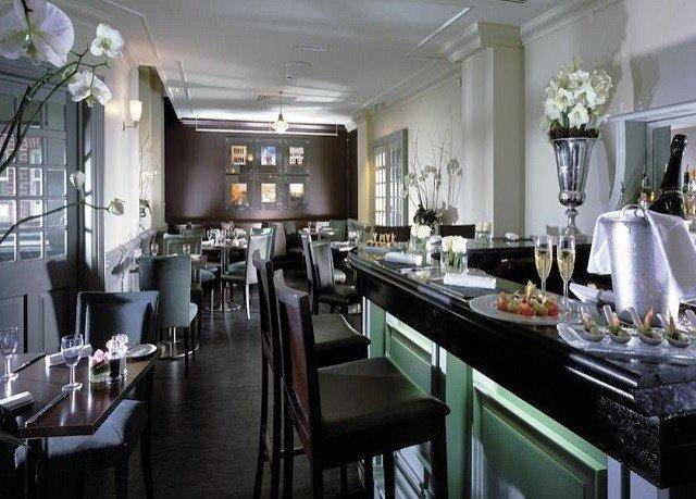 Kitchen property Dining restaurant Bar set Island