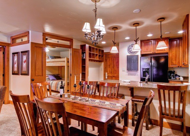 chair Dining Kitchen property wooden home cabinetry hardwood cuisine classique cottage set dining table Bar Island