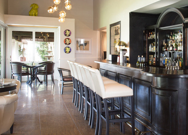 Kitchen property Dining restaurant Bar home Island dining table