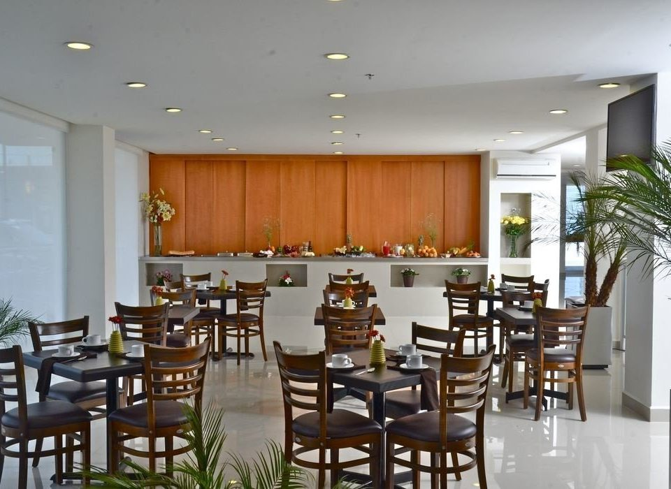 chair Dining Kitchen property restaurant function hall conference hall convention center condominium cafeteria Bar Island surrounded dining table