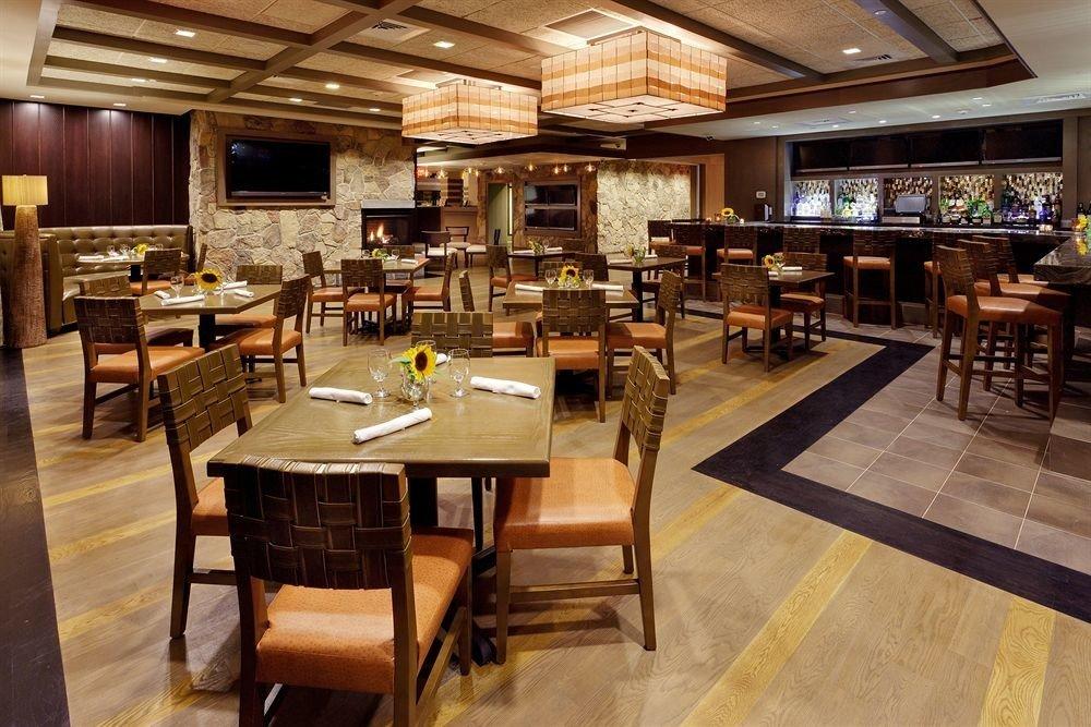 property Lobby restaurant café recreation room cafeteria Dining Bar Island
