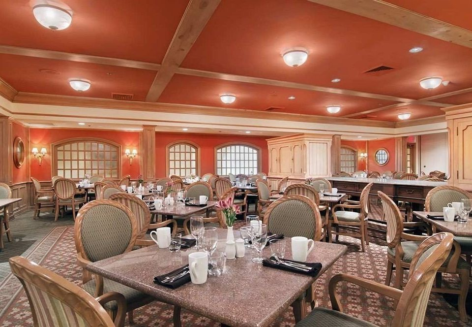 chair Dining property function hall conference hall restaurant recreation room Lobby Bar Island