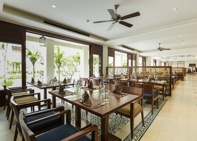 property Resort condominium restaurant Dining function hall Bar Island