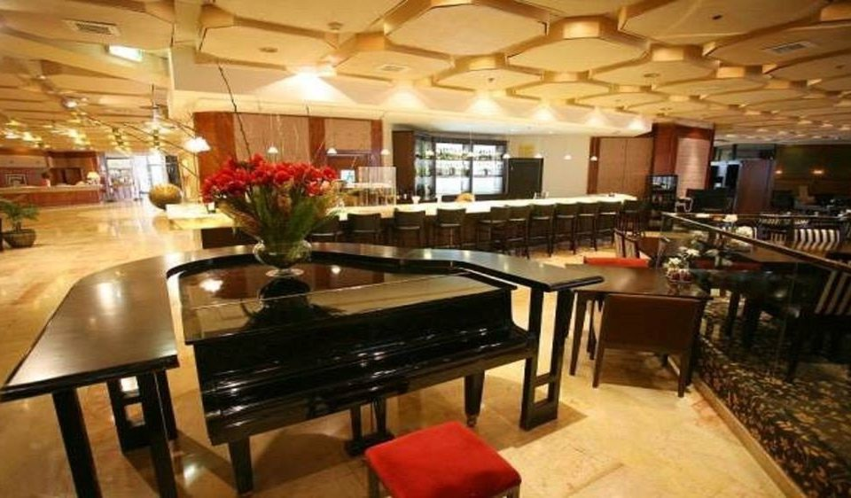 recreation room billiard room property function hall Dining restaurant Bar Resort Island dining table