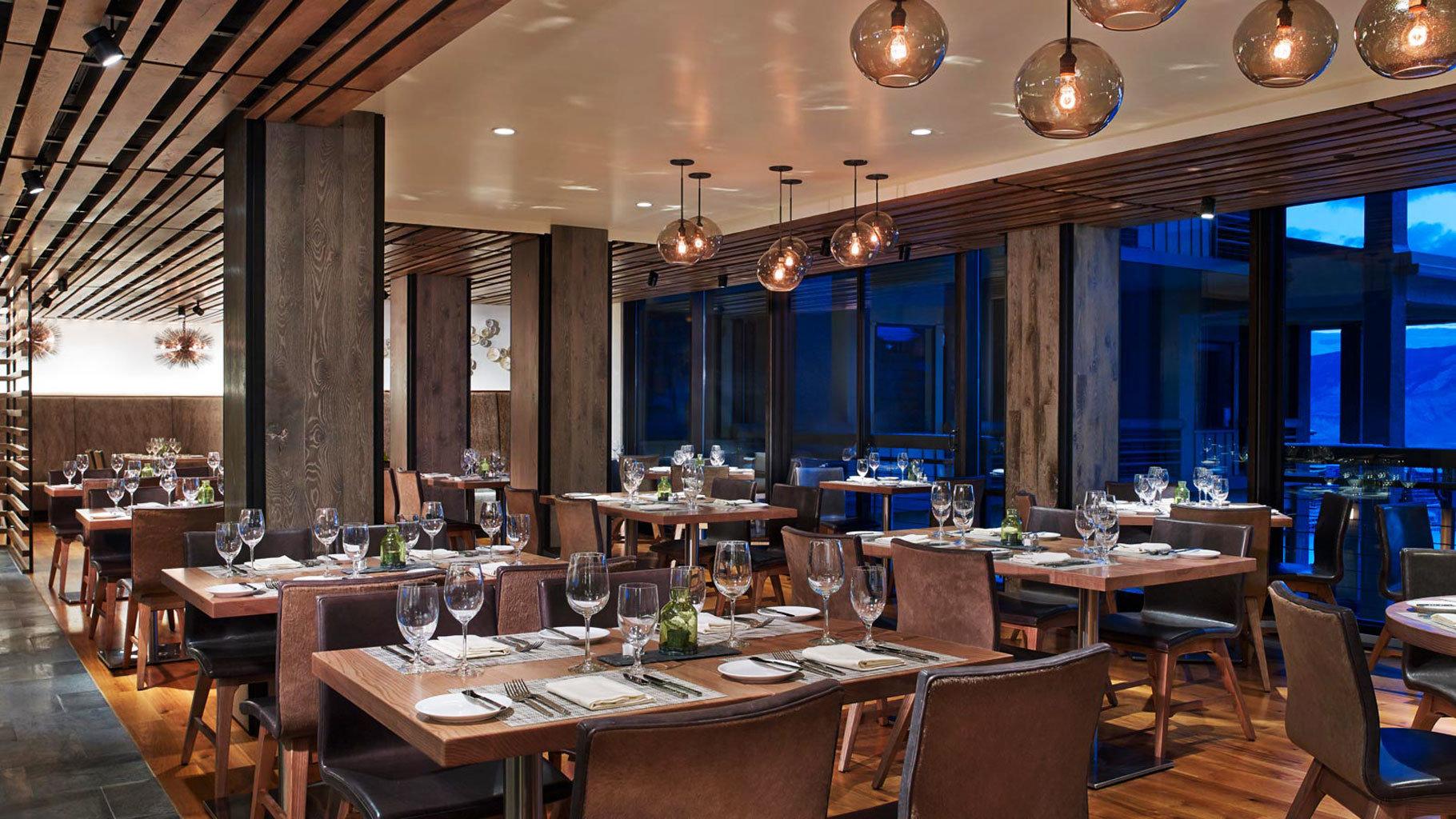 Dining restaurant Bar function hall Resort Island café