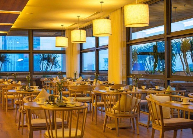 chair Dining restaurant function hall Resort convention center cafeteria palace ballroom Bar overlooking dining table