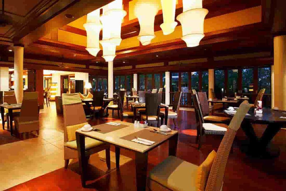 restaurant Resort Dining Bar function hall café dining table