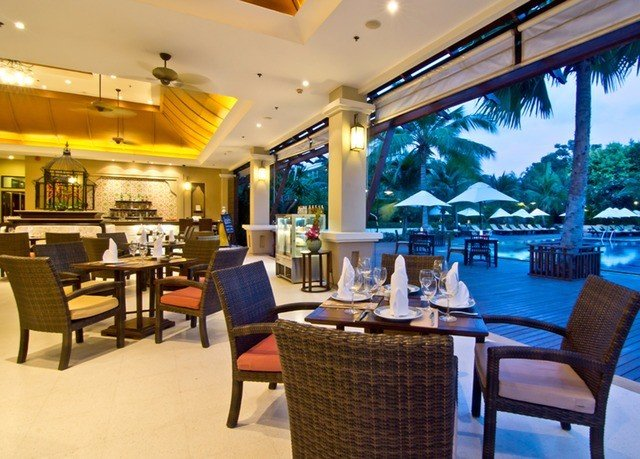 chair property Resort restaurant condominium Bar Dining