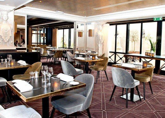 chair property restaurant Dining condominium Resort home Bar living room yacht Suite
