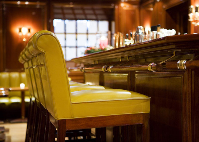restaurant Bar pew dining table