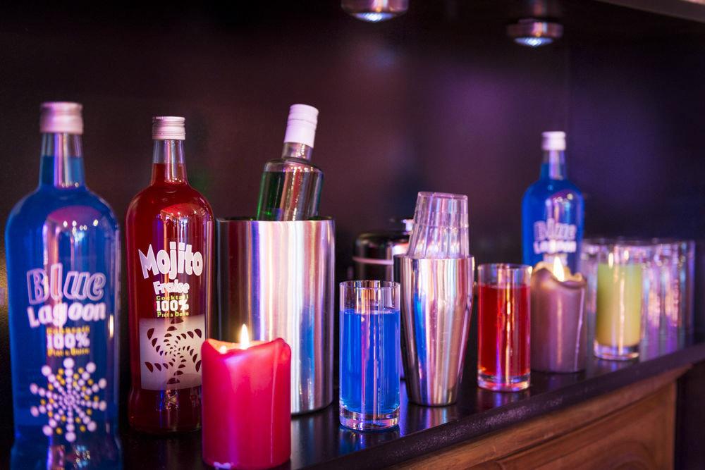 bottle distilled beverage Drink alcoholic beverage liqueur alcohol Bar vodka