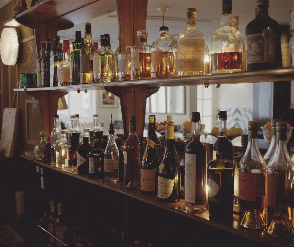 bottle wine shelf glasses Bar Drink distilled beverage lots many full restaurant beer alcohol