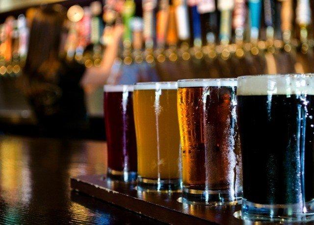Drink alcoholic beverage Bar beer cocktail glass