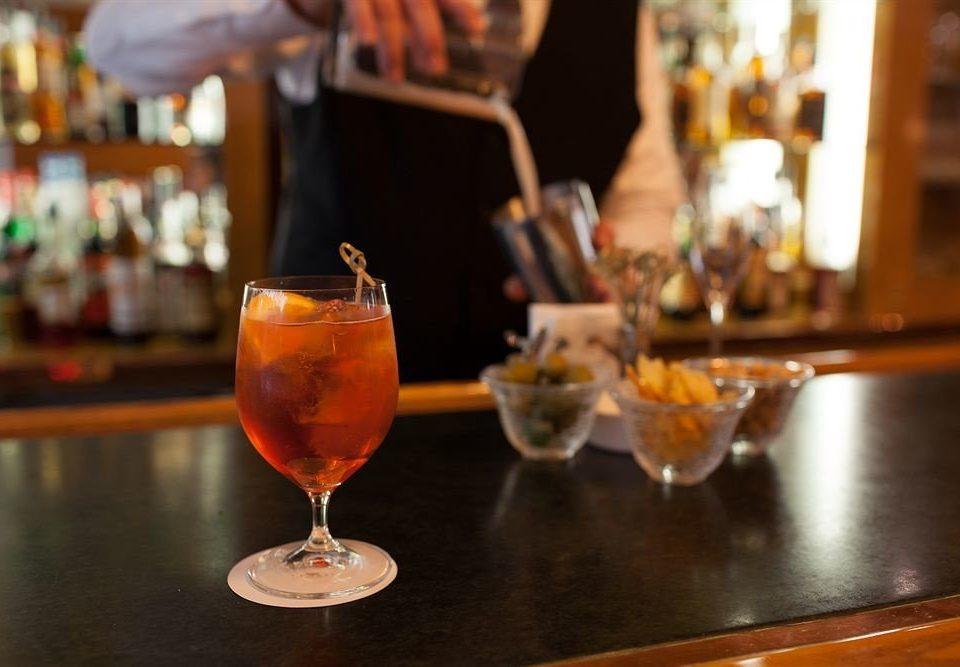 alcoholic beverage Drink Bar cocktail restaurant beer distilled beverage dining table