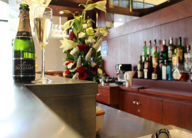 bottle counter Drink Bar restaurant