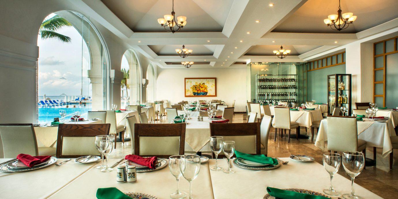 Bar Drink Eat Elegant Luxury Scenic views green Lobby living room restaurant