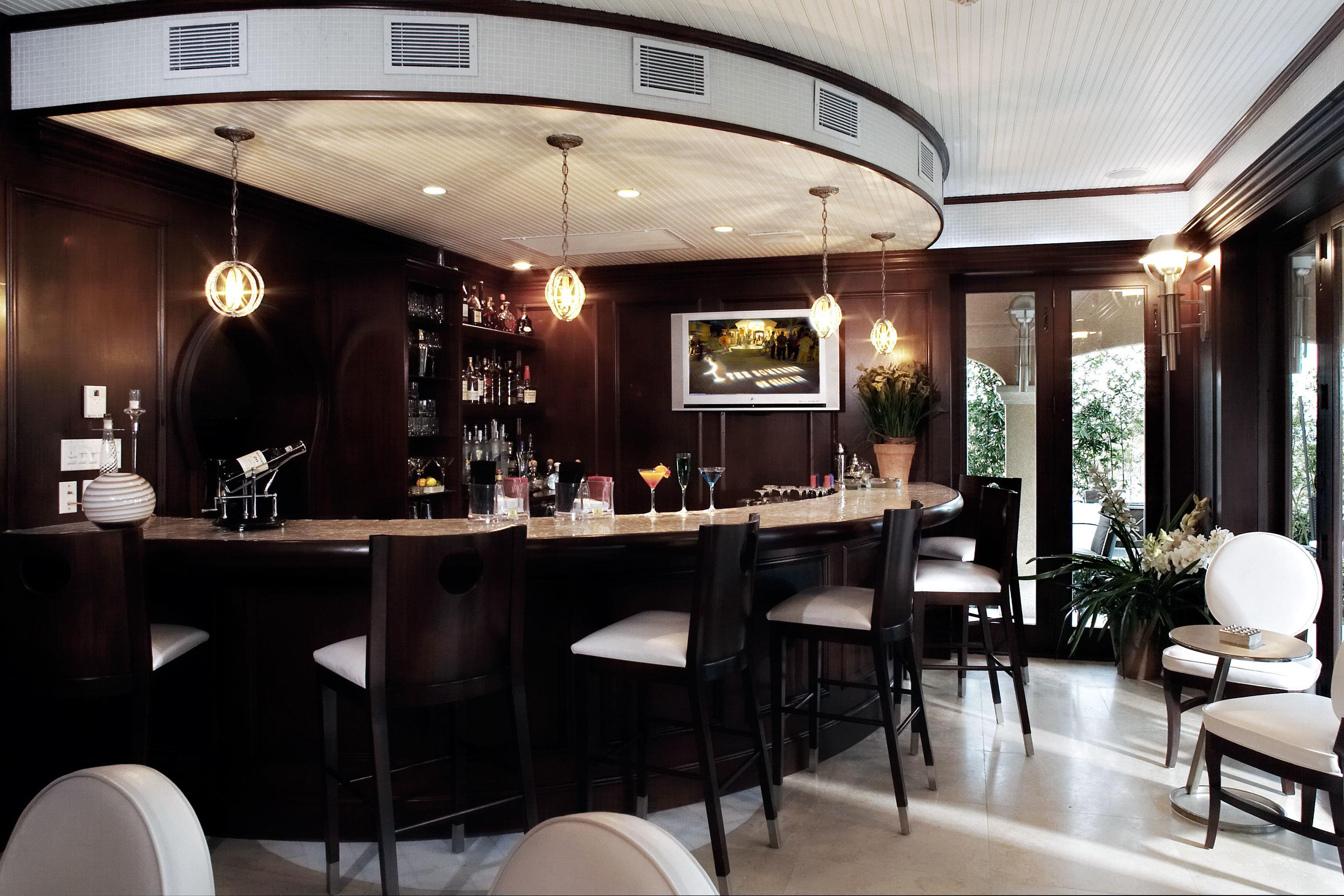 Bar Drink Eat Resort chair restaurant café function hall Modern