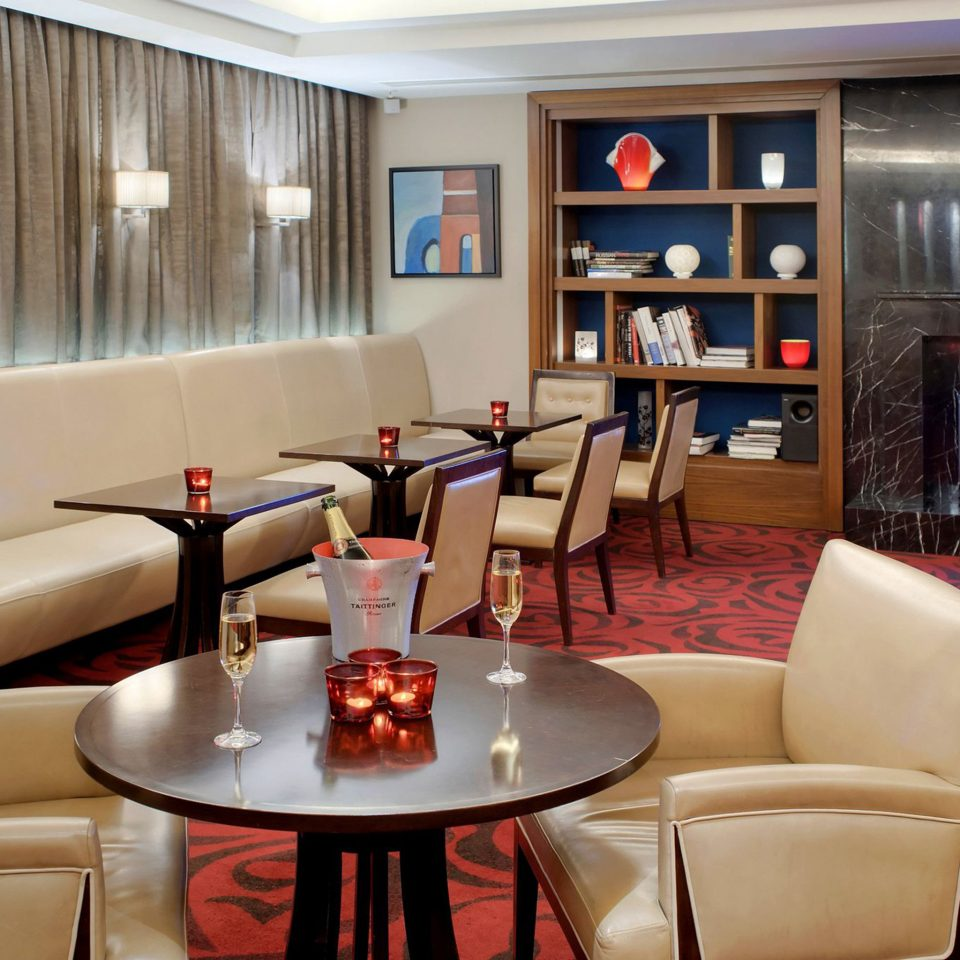 Drink Fireplace Lounge Nightlife Resort sofa property living room Lobby Suite recreation room restaurant Bar leather