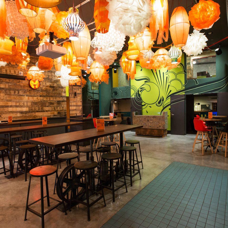 Bar Drink Hip Lounge restaurant café cluttered