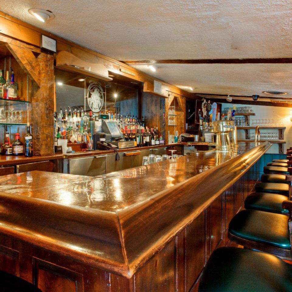 Bar Drink Historic Inn Outdoor Activities Kitchen recreation room billiard room restaurant Resort stainless steel