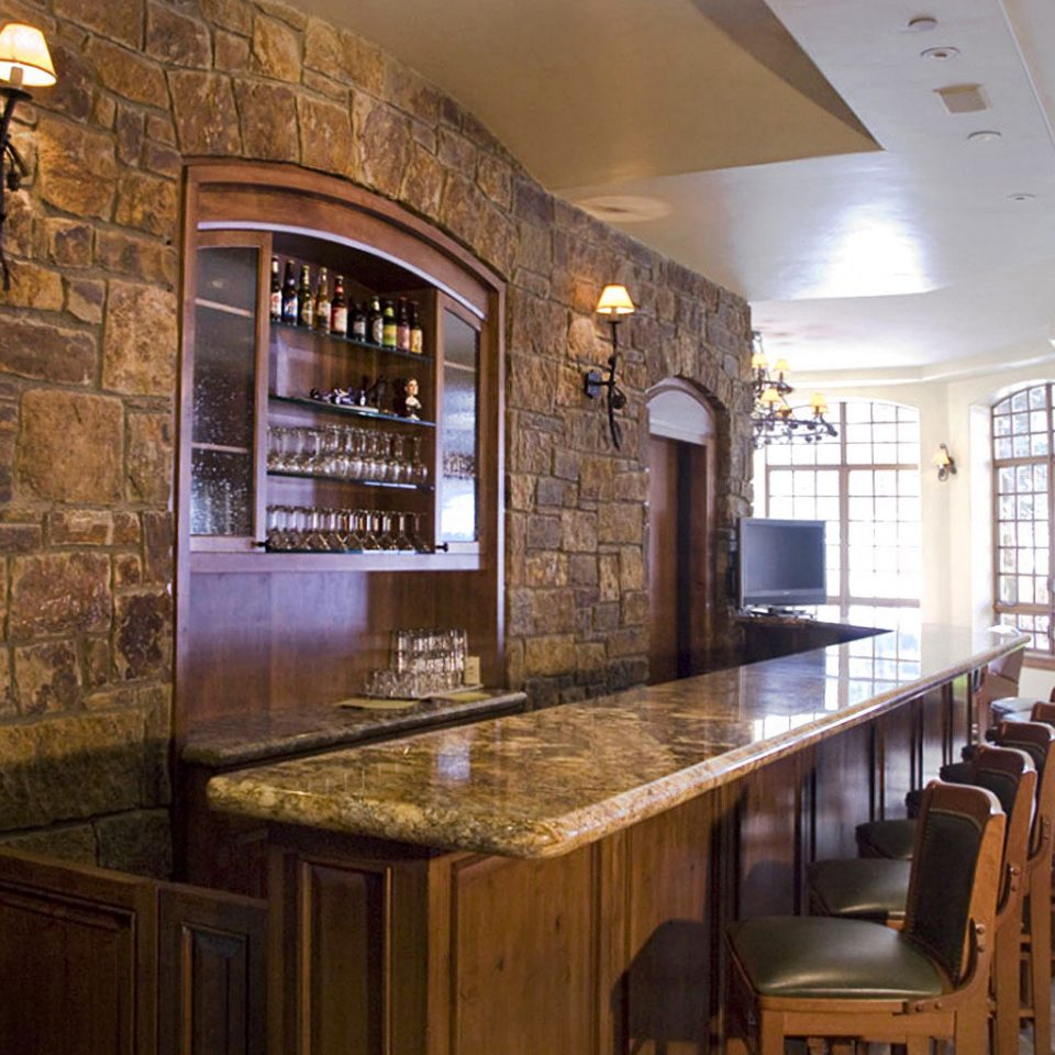 Bar Drink Lodge property home cabinetry Kitchen countertop mansion wooden cottage farmhouse Island