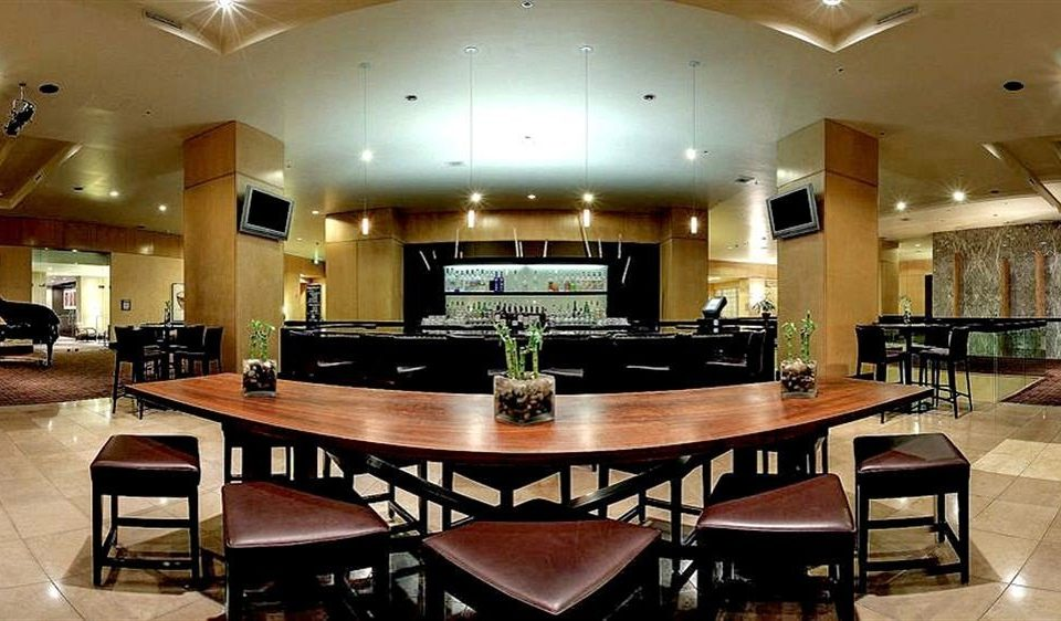 Bar Drink Lounge Nightlife Resort Kitchen property billiard room recreation room conference hall function hall Lobby Island Modern dining table