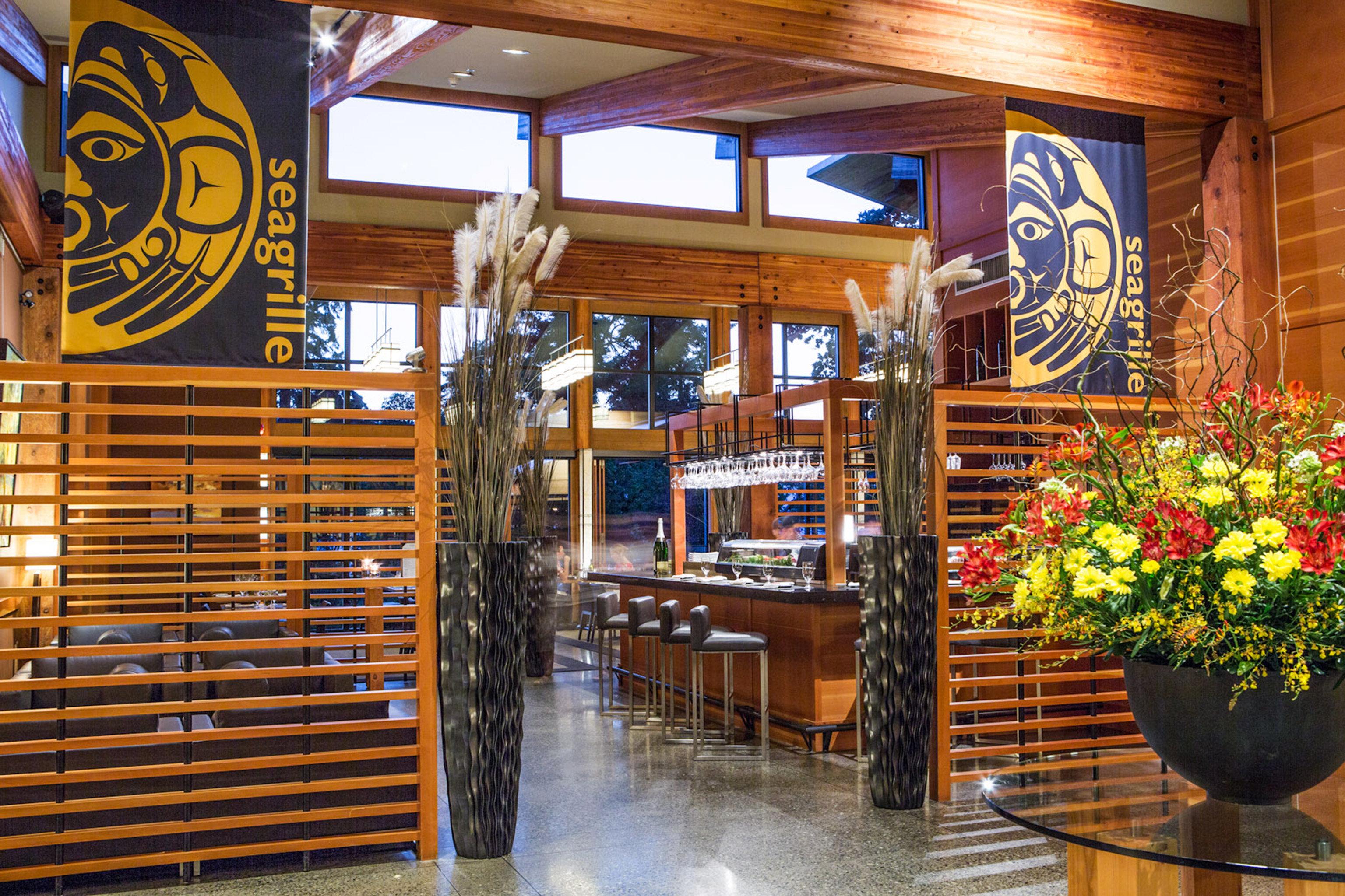 Bar Drink Modern Outdoor Activities Outdoors Resort Romantic Waterfront Lobby restaurant