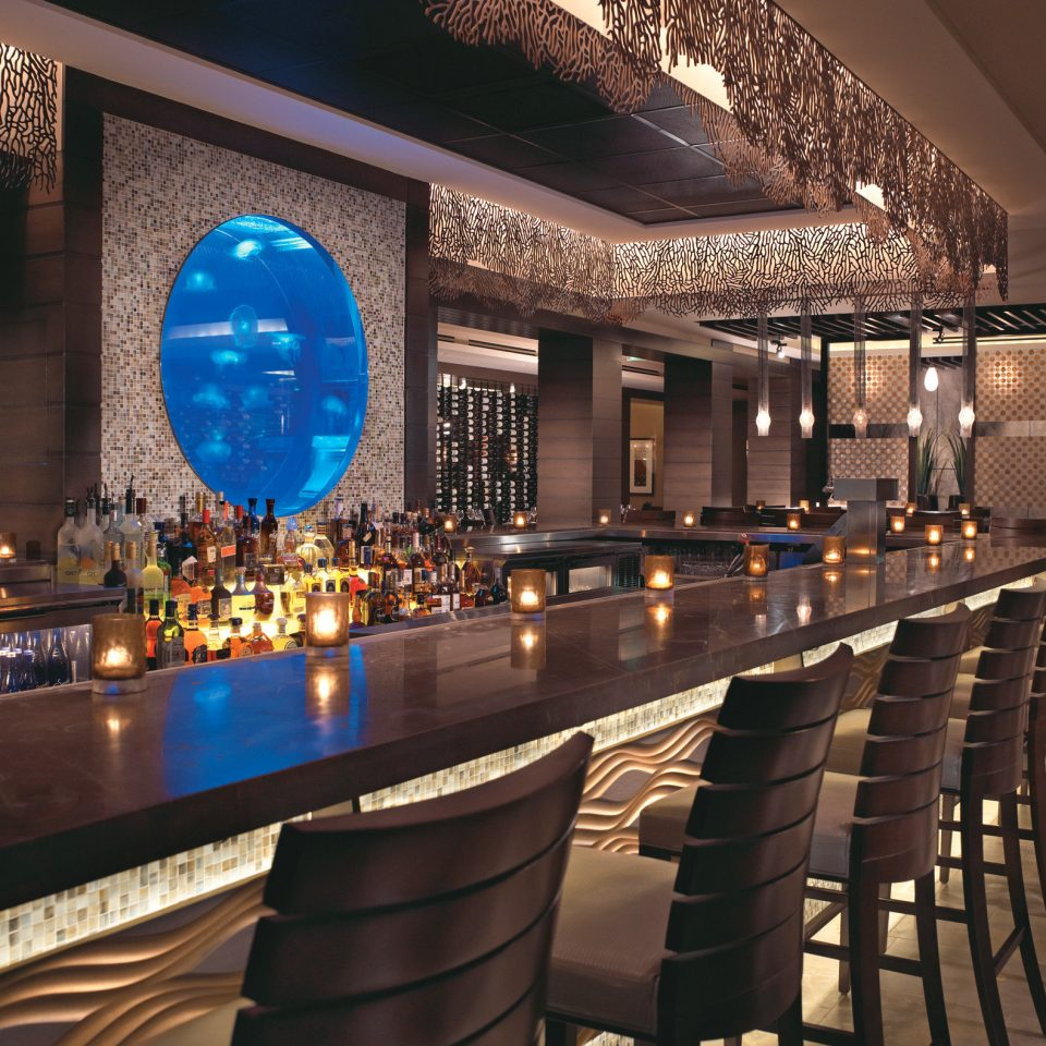 Bar Drink Nightlife function hall Lobby restaurant convention center ballroom
