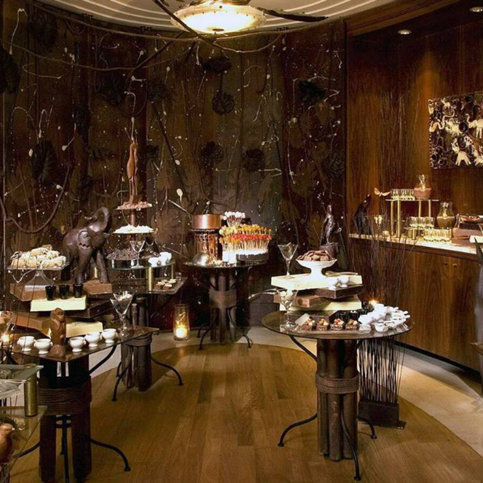 Eat Luxury restaurant lighting Bar