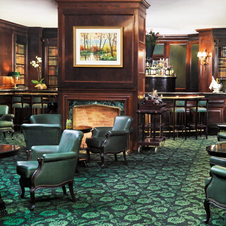 Elegant Historic Lounge Luxury chair green Bar restaurant café coffeehouse