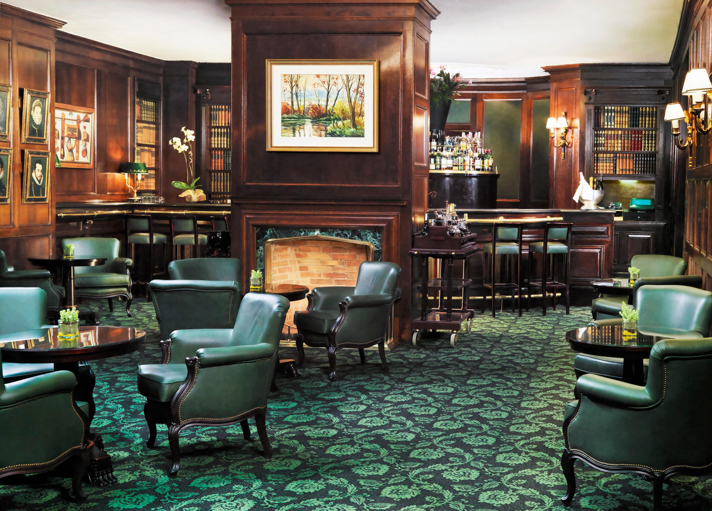 Elegant Historic Lounge Luxury chair green Bar restaurant café coffeehouse