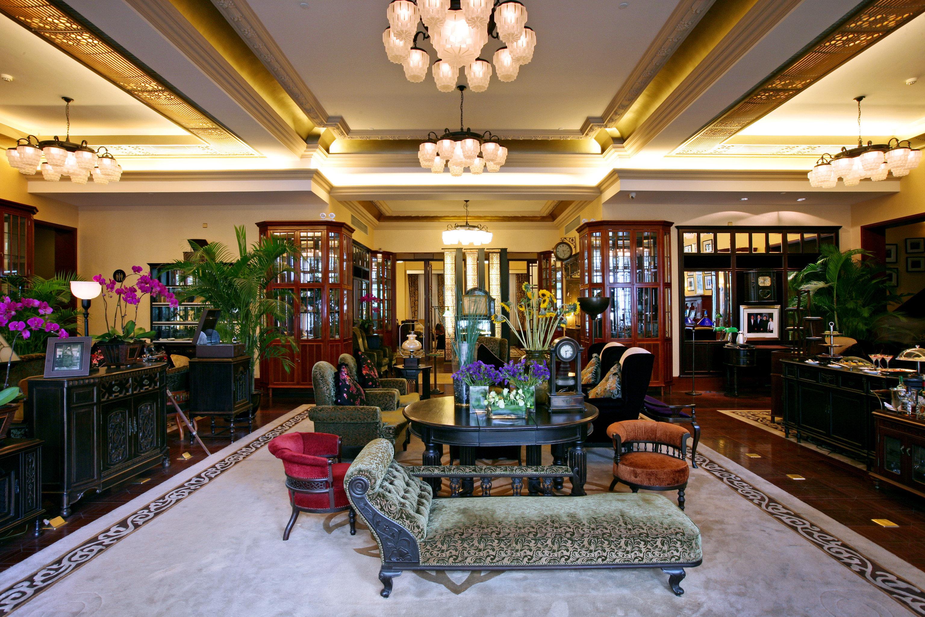 Elegant Lounge Lobby recreation room Resort restaurant retail Bar