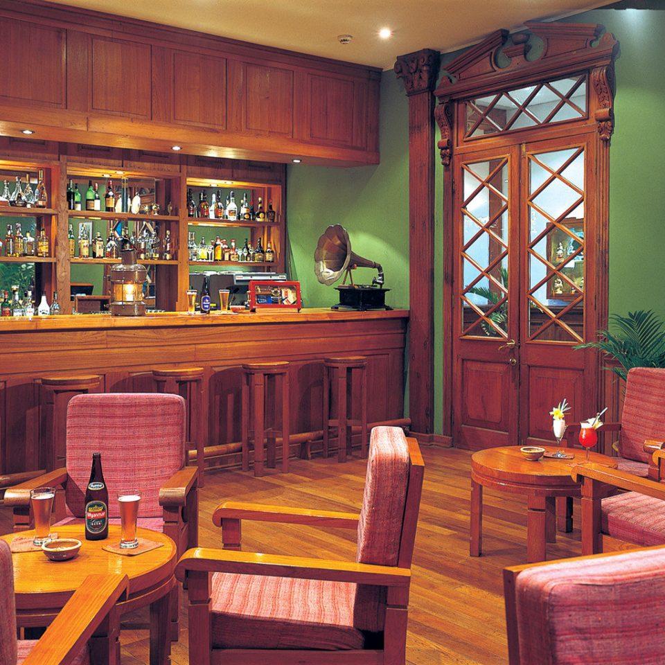 Kitchen restaurant wooden Bar recreation room Island appliance