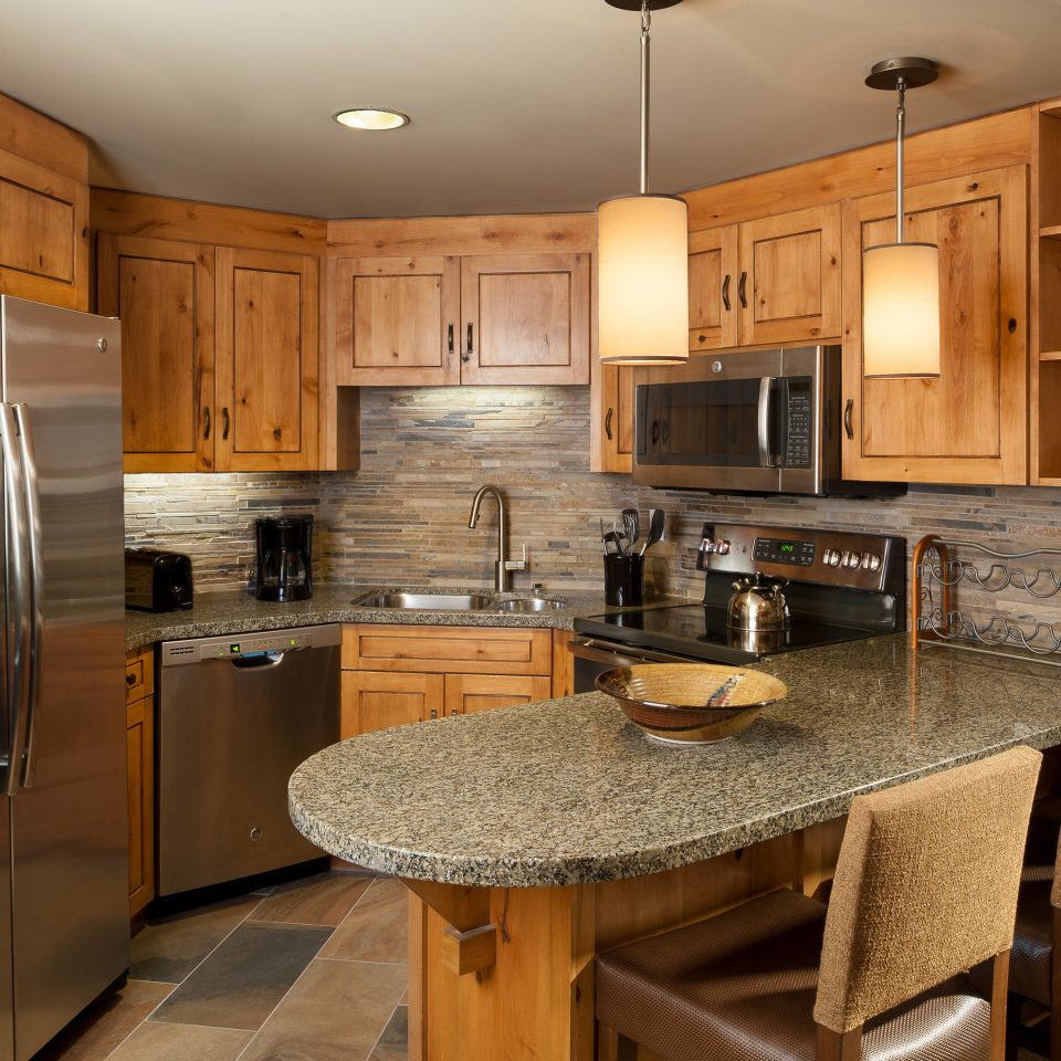 Kitchen cabinet countertop cabinetry appliance stainless cuisine classique steel home hardwood flooring under cabinet lighting counter Island Bar